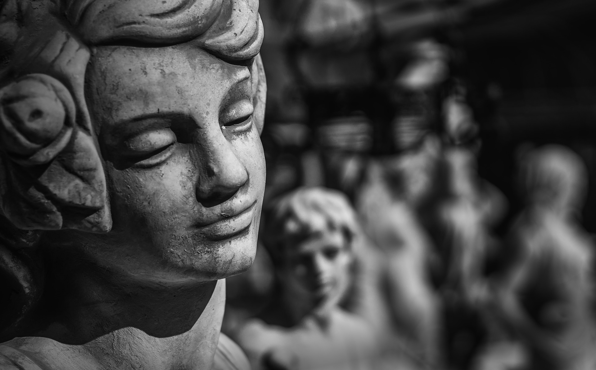 sculpture-2138140_1920